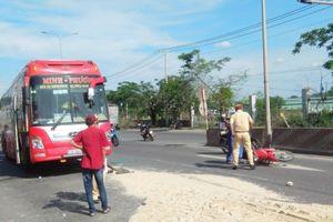 Xe máy băng ngang đường gây tai nạn liên hoàn