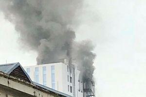 Hà Nội: Cháy lớn tại tòa nhà số 118 đường Hoàng Quốc Việt