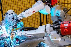 Robot công nghệ giúp lắp đặt xe máy điện