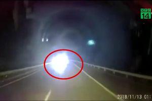 Bật đèn pha lao ô tô ngược chiều trên cao tốc Hà Nội - Lào Cai: Tài xế đối diện mức phạt nào?