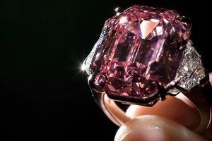 Cận cảnh viên kim cương hồng quý hiếm giá 1.160 tỷ đồng