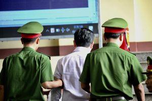 Lý do cựu Trung tướng Phan Văn Vĩnh liên tục rời phòng xử án