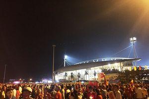 Trước giờ trận Việt Nam - Malaysia, sôi động ngoài sân Mỹ Đình
