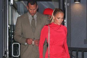 Thời trang đẹp đôi của Jennifer Lopez và bạn trai kém 6 tuổi