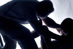 Yêu râu xanh đột lốt cảnh sát hãm hiếp bé gái 13 tuổi