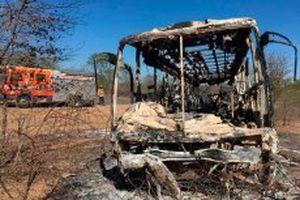 Xe buýt bốc cháy tại Zimbabwe, 40 người thiệt mạng