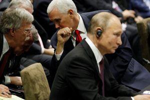 Họp ASEAN, ông Putin 'nói chuyện riêng' với Phó Tổng thống Mỹ