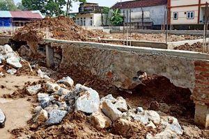 Móng trung tâm văn hóa 3,3 tỉ đồng đang xây bị nứt toác không phải do mưa