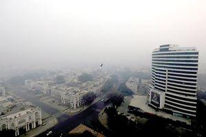 Phát khẩu trang cho người vô gia cư ở New Delhi