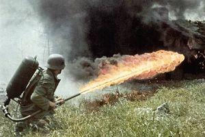 Súng phun lửa: Vũ khí tàn bạo nhất trongThế chiến thứ 2