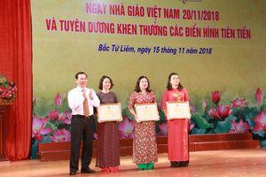 Trao tặng Bằng khen của Bộ trưởng Bộ GD&ĐT cho các tập thể quận Bắc Từ Liêm