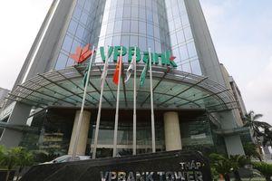 VPBank 'thủng đáy', Chủ tịch VPBank và mẹ đăng ký mua 21 triệu cổ phiếu