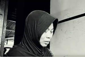 Tố giác hành vi quấy rối nhưng nữ giáo viên Indonesia lại bị phạt tù