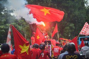 CĐV diễu hành khởi động cổ vũ cho đội tuyển Việt Nam
