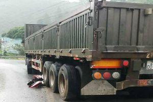 Xe container mất phanh cuốn loạt xe máy, 1 người chết, 3 người nguy kịch