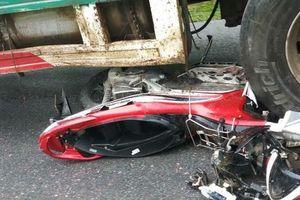 Xe đầu kéo tông hàng loạt xe máy, 4 người thương vong