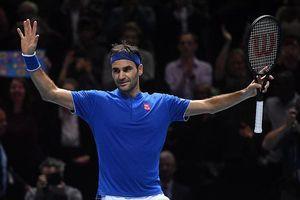 Federer 'tốc hành' vào bán kết ATP Finals 2018
