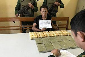 Sơn La: Bắt đối tượng vận chuyển 12 bánh heroin, 40.000 viên ma túy