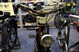 Ngỡ ngàng xe đạp cổ có giá ngang xế hộp