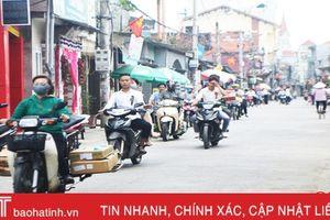 Nhan nhản 'đầu trần' vi vu trên đường 'phố biển' Lộc Hà