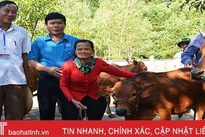 Trao kế sinh nhai cho nạn nhân bom mìn ở Can Lộc