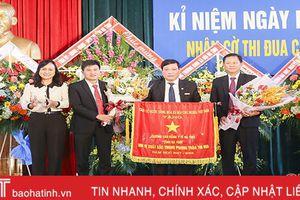 Trường Cao đẳng Y tế Hà Tĩnh đón nhận cờ thi đua của Thủ tướng Chính phủ