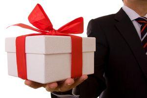 Nhận quà trị giá 6 triệu đồng rồi trả lại, Phó chủ nhiệm UBKT Tỉnh ủy Quảng Trị vẫn bị khiển trách