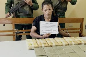 Đối tượng vận chuyển 12 bánh heroin cùng 40.000 viên ma túy sa lưới