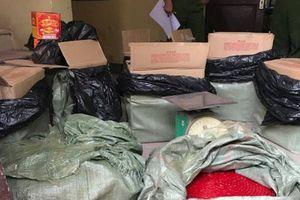 Tóm gọn nữ quái thuê taxi vận chuyển pháo lậu từ Lạng Sơn về Hà Nội