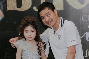 Cựu danh thủ Hồng Sơn gây bất ngờ khi xuất hiện tại một sự kiện thời trang