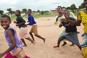 WB thu hồi khoản vay 300 triệu USD của Tanzania bởi lệnh cấm nữ sinh mang bầu đến trường