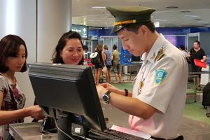 Cấm bay 12 tháng khách dùng giấy tờ người cùng tên đi máy bay
