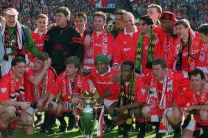 Gary Neville và 'băng gangster' tại Old Trafford