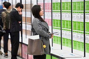Phụ nữ vất vả tìm việc ở Hàn Quốc