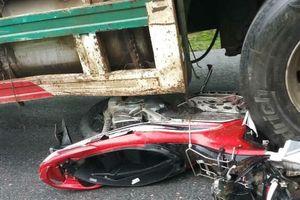 Xe container cuốn 4 xe máy vào gầm, 1 người tử vong tại chỗ