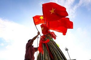 Cổ động viên nhuộm đỏ sân Mỹ Đình trước trận Việt Nam - Malaysia