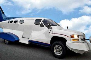 Lạ lùng với chiếc limo 'lai' giữa ô tô và máy bay