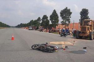 Xe máy tông xe ủi, 2 phụ nữ tử vong