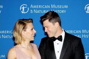 Mỹ nhân nóng bỏng Scarlett Johasson tình tứ sánh đôi cùng bạn trai