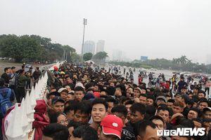 Bóng đá Việt Nam muốn văn minh, trước hết phải đến từ những tấm vé tử tế