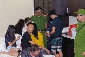 Nhóm nam nữ mở 'tiệc' ma túy trong nhà nghỉ