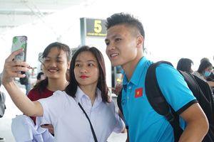 Quang Hải, Công Phượng được fan săn đón trước giờ đi Myanmar