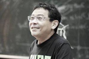 GS Dương Nguyên Vũ hết mình với sinh viên