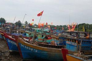 Áp thấp 'đe dọa', TPHCM sẵn sàng di dời dân, cấm tàu thuyền