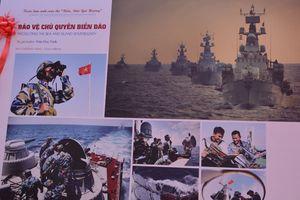 Trao giải và triển lãm ảnh nghệ thuật đề tài 'Biển đảo quê hương'