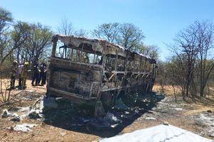 Nổ xe buýt kinh hoàng ở Zimbabwe, ít nhất 42 người chết