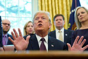 Tổng thống Trump tự tay trả lời câu hỏi điều tra của công tố viên đặc biệt