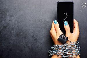 Người Mỹ ' sờ' đến điện thoại trung bình 52 lần/ngày