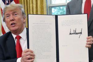 Cây bút kí đặc biệt của Tổng thống Donald Trump