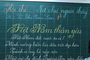 TP.HCM: Choáng với vẻ đẹp chữ viết của thầy cô khiến 'máy in' cũng chào thua!